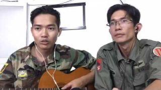 Nhạc lính VNCH cực chất, Được trình bày bởi 2 chàng trai mặc áo lính