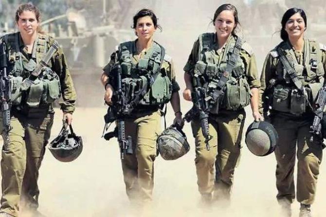 Vén màn bí ẩn về nữ vệ binh Israel mang súng diện bikini mát mẻ