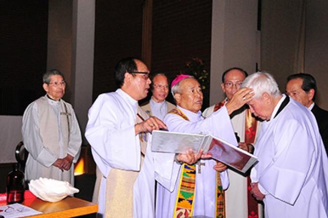 Giáo sư Nguyễn Xuân Vinh gia nhập Đạo Công Giáo