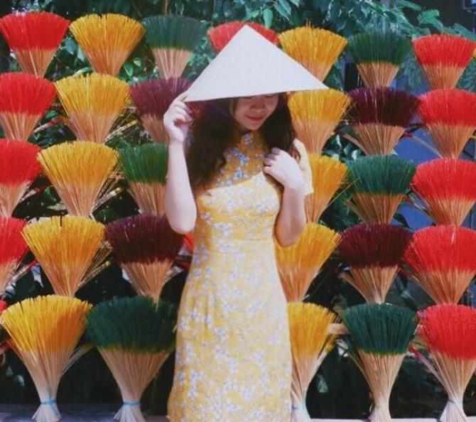 Hoa giấy và Hương Thủy Xuân - Nét đẹp tâm linh xứ Huế
