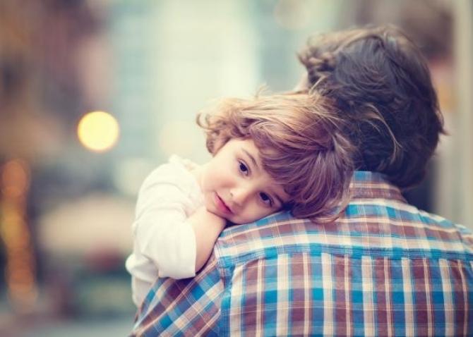 Bờ vai vững chãi cha dành cho con