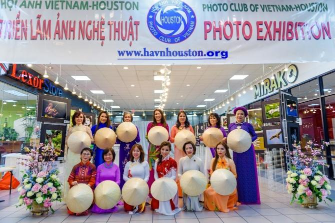 Buổi Trình Diễn Áo Dài Truyền Thống của HAVN-Houston