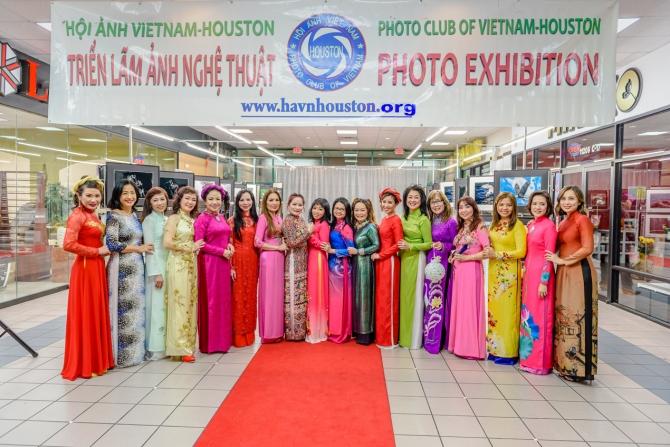 Buổi Trình Diễn Áo Dài Truyền Thống  của Hội Ảnh Việt Nam - Houston  2020