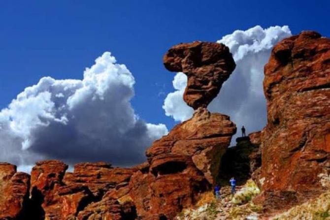 Những tảng đá núi thách thức mọi quy luật vật lý