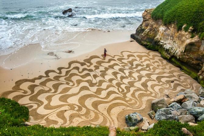 Những bức tranh cát khổng lồ trên bãi biển