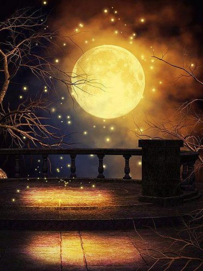 Đằng Sau Mặt Trăng