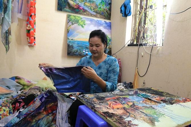 Nữ họa sĩ biến vải vụn thành những bức tranh đặc sắc