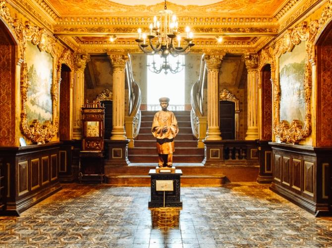 Trong cung điện gia đình Hoàng Đế Bảo Đại ở Huế