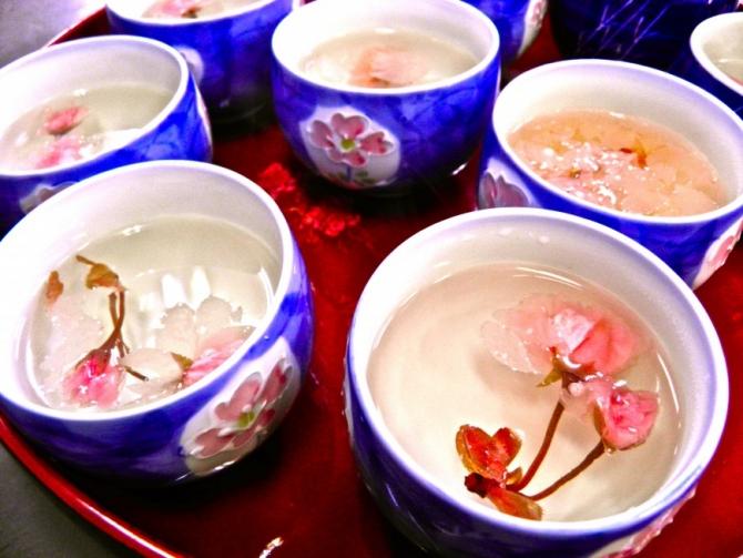 Mùa xuân thưởng thức món ăn từ hoa anh đào Nhật Bản